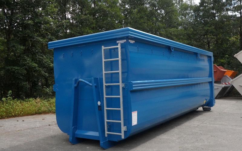 Abrollcontainer von Beringer in blau, spantenfrei und mit Steigleiter
