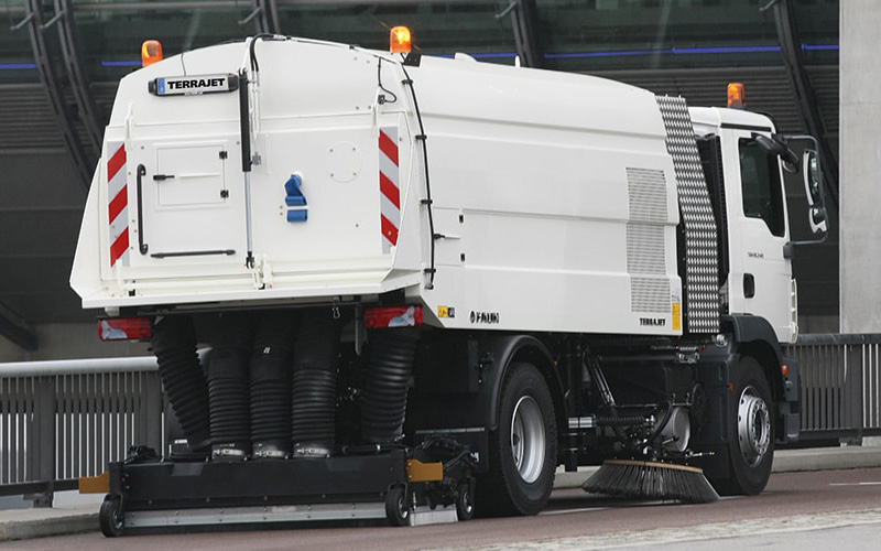 Flugfeld-Kehrmaschine TERRAJET mit modularer Bauweise, um allen Anforderungen gerecht zu werden.